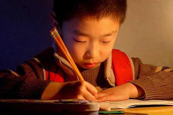 Câu chuyện không hồi kết giữa con trẻ,cô giáo và phụ huynh.
