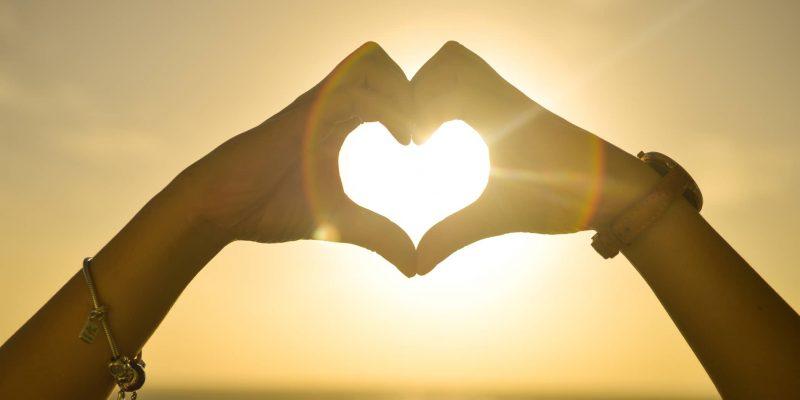 Những dấu hiệu cho thấy bạn đang rơi vào lưới tình yêu