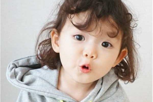 Những kiểu tóc ngắn siêu đáng yêu cho bé mà mẹ nên thử.